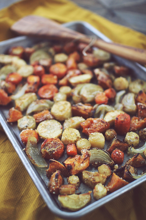 Healthy Fall Recipes // Dashing Dish // Roasted Fall Veggies