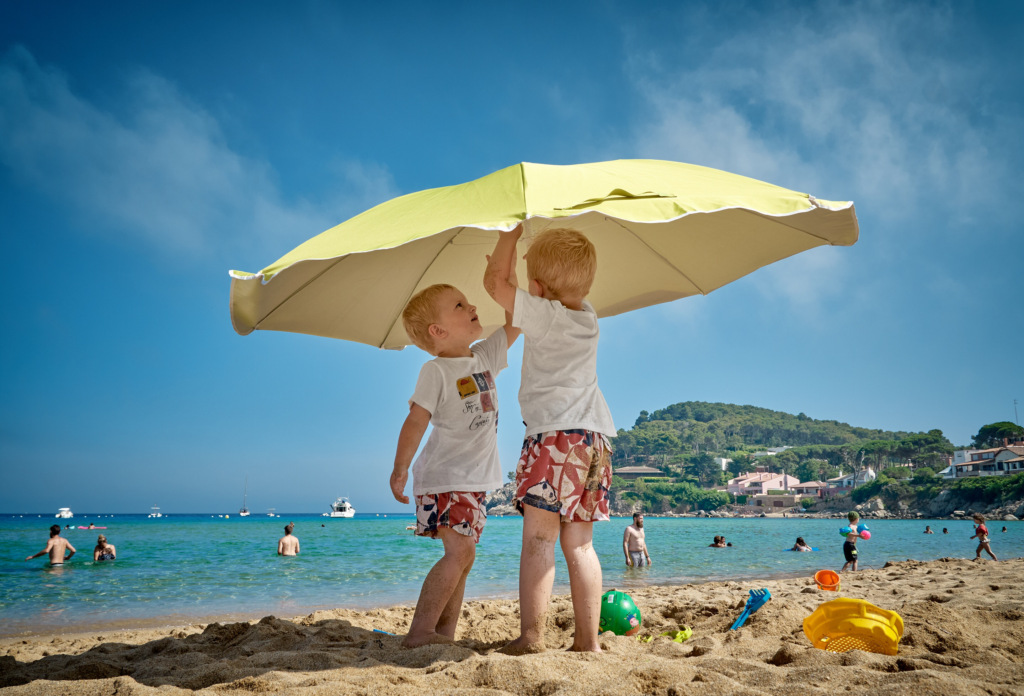Check out this safe sunscreen guide - EWG ratings + Amazon reviews for an easy to choose guide ;)
